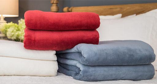 Battaniye Yıkama işlemi özel makinelerde temizlenmektedir.